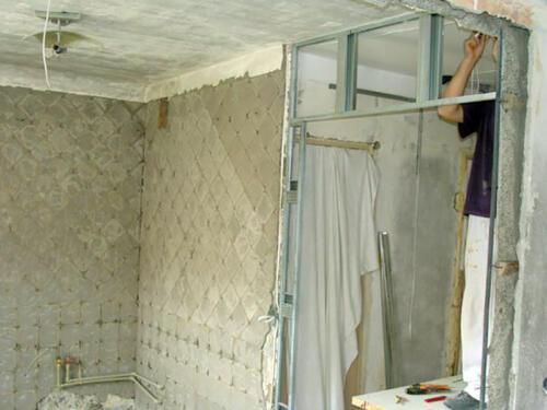 Фото. демонтаж плитки и простенков